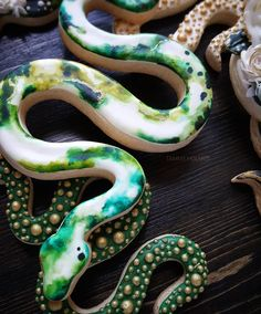 """Snake cookies by TAMMY HOLMES (@tammy_______) on Instagram: """" #cookies #sugarcookies #watercolor #snakecookies #paintedcookies #snake #ilovesnajes #snakelovers…"""""""