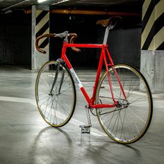 Polka Pista - where speed and beauty of detail matters most  See our beautiful fixies and single speeds at www.polkabikes.com  Free shipment within EU only today!  #polkabikes #fixie #singlespeed #design #warsaw #urbanfashion #instagood #photooftheday #rower #ostrekolo