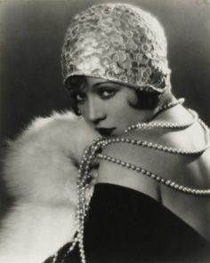 Sally O'Neil, silent film star. Timeless and iconic. A style that women dream of being able to wear, feminine yet daring. Simply gorgeous.