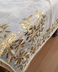 19'yy osmanlı tülbent gelin çevresi.kusursuz bir eserdir. Embroidery Suits, Gold Embroidery, Embroidery Stitches, Embroidery Designs, Neckline Designs, Indian Bridal Wear, Brazilian Embroidery, Gold Work, Wedding Wear