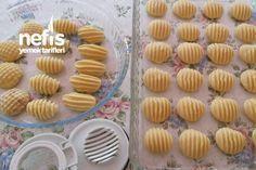 Pastana Kurabiyesi Easy Cookie Recipes, Baking Recipes, Dessert Recipes, Cookies For Kids, Fun Cookies, Moroccan Desserts, Turkey Cake, Cake Shapes, Sweet Pastries