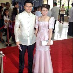 Traditional gear for men and women Modern Filipiniana Dress, Filipiniana Wedding, Beautiful Gowns, Beautiful Outfits, Philippines Dress, Dress Outfits, Fashion Dresses, Traditional Gowns, Bridesmaid Dresses