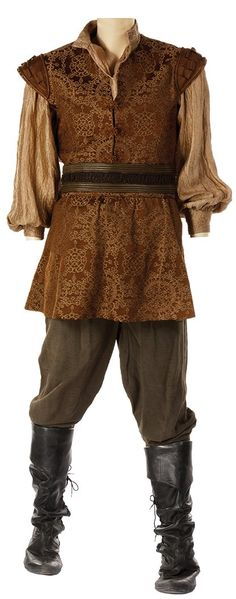 And this is Edmund's outfit from Caspian's coronation! I really hope I find Lucy's and Susan's as well, because these are the BEST pictures I've ever seen of them!