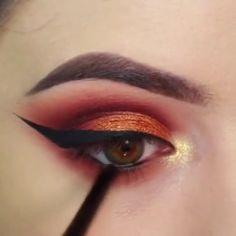 Makeup Tricks to Look Younger : 11 Ways to Look Younger With Makeup - Make-up - . Make-up-Tr Golden Eye Makeup, Makeup Eye Looks, Eye Makeup Steps, Eye Makeup Art, Beautiful Eye Makeup, Skin Makeup, Eyeshadow Makeup, Gothic Eye Makeup, Weird Makeup