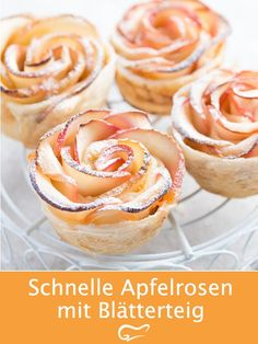 Optisch, aber auch geschmacklich machen diese Apfelrosen mit Blätterteig etwas … Visually, but also in terms of taste, these apple roses with puff pastry make a difference. With this recipe, the great dish succeeds. Healthy Dessert Recipes, Cookie Recipes, Snack Recipes, Apple Recipes, Healthy Food, Snacks Für Party, Appetizers For Party, Date Recipes, Holiday Recipes