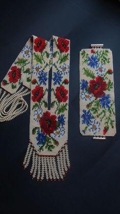 Een aantal sieraden gemaakt van Tsjechische kralen. Lengte halsband 45-48 cm. breedte 5.5 inch armband. Lengte van de Armband 18 cm. Als u wilt dat een ander formaat Neem contact met mij op over dit en ik zal het maken van decoraties voor uw maat.