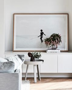 https://www.surrounding.com.au/muuto-silent-vase/ https://www.surrounding.com.au/around-coffee-table-small/ #surroundingaustralia regram : @thomasarcherhomes - We loved flipping the pages of this months @homebeautiful magazine to find a big full page image from our Brighton Residence. Thanks @homebeautiful Check out the story on selecting artwork for your interior. Styled by @aimeestylist @jamesgeer artwork @riverandsol