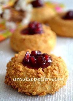 Cheesecake Kurabiye Tarifi ( Labneli Kurabiye ) - Kahvaltılıklar - Las recetas más prácticas y fáciles Jam Cookies, Sweet Cookies, Biscuit Cookies, Pasta Cake, Cookie Recipes, Dessert Recipes, Cheesecake, Tasty, Yummy Food
