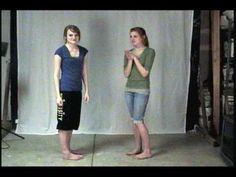 """Boom Snap Clap -taputusleikki parin kanssa vastakkain. Voi myös tehdä yksin. """"Bum, snap, clap, bu-bum snap, clap, snap, bum, snap, clap, bu-bum snap, shh!"""" Bum=rinta, snap=napsu, clap=taputus. 1. oikeat kädet, 2. vasemmat kädet, 3. molemmat kädet, 4. kädet ristissä, 5. oikeat jalat, 6. vasemmat jalat."""