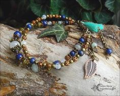 ᘛ Dualité bohème ᘚ Bracelet double Labradorite blanche, Lapis-lazuli, Jaspe sésame, pompon turquoise, cuivre et bronze : Bracelet par atelier-bijoux-legendaires