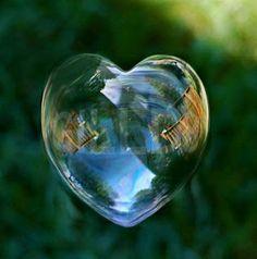 Lentamente, o passado deságua no presente, deixando pelas margens da saudade fragmentos do tempo e sentimentos. O tempo, efêmero diante do próprio tempo. Já os sentimentos, eternos aos olhos do coração!... (bruno de paula)