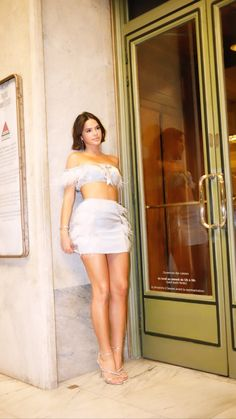 Bruna Marquezine in Paris Beautiful Girl Image, Beautiful Legs, Gorgeous Women, Fiesta Outfit, Sexy Legs And Heels, Layering Outfits, Celebrity Look, Famous Women, Classy Outfits