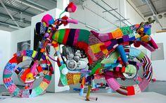 Yarn Bombing: Guerilla Knitters & Granny Graffiti Cover Cities With Crochet Yarn Bombing, Crochet Cross, Crochet Art, Freeform Crochet, Guerilla Knitting, Grannies Crochet, Instalation Art, Urbane Kunst, Knit Art