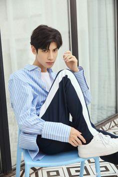 Song Wei Long, Vans Hi, Nick Robinson, Anatomy Poses, Chinese Man, Asian Actors, China, Pretty Boys, Cute Guys