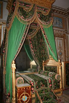 A bedroom at the Chateau de Fontainebleau Palace Interior, Interior And Exterior, Interior Design, Beautiful Bedrooms, Beautiful Interiors, Chateau De Malmaison, Style Français, Royal Bedroom, Bed Crown