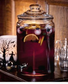 Pick your poison! 10 spooky Halloween drink recipes Hallowen Party , Pick your poison! 10 spooky Halloween drink recipes Pick your poison! Halloween Snacks, Punch Halloween, Comida De Halloween Ideas, Halloween Bebes, Theme Halloween, Halloween Film, Hallowen Food, Halloween Celebration, Creepy Halloween