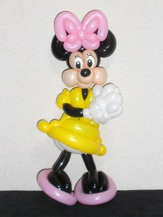 Balloon sculpture of Minnie Mouse