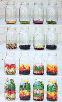 DIY How to Pack a Mason Jar Salad.Image and how-to from Julia Mirabella: Mason Jar Salads and More: 50 Layered Lunches to Grab and Go. For an easy infographic on how to pack a mason jar salad, check out this one out from eat within your means. Mason Jar Lunch, Mason Jar Meals, Meals In A Jar, Mason Jars, Pot Mason, Mason Jar Recipes, Healthy Salads, Healthy Eating, Healthy Recipes