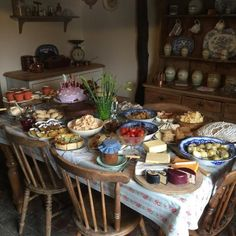a cozy soul Aesthetic Food, Summer Aesthetic, Farm Life, Dream Life, The Hobbit, A Table, Table Settings, Sweet Home, Food And Drink