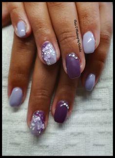 Unhas de gel roxo violeta e nailart
