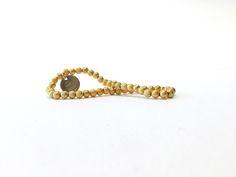 Dieses hübsche Armband besteht aus 4 mm Stardust-Kugeln. Das Armband ist elastisch, ohne Verschluss, lässt sich ganz einfach über das Handgelenk streifen, ist leicht und sehr angenehm zu tragen! Ein echter Allrounder und toll in Kombination mit anderen Armbändern... #braclets #elastic #pearls #armbänder #perlen