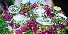 Degustar de una Enchilada guatemalteca es una delicia, se caracterizan por su color corinto vivo y su delicioso sabor, aprende cómo prepararlas.