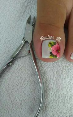 Flowers for white pedicure. Pedicure Nail Designs, Pedicure Nail Art, Toe Nail Designs, Toe Nail Art, Acrylic Nails, White Pedicure, Cute Toe Nails, Love Nails, Diy Nails