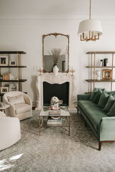 Living Room Interior, Home Living Room, Home Interior Design, Living Room Designs, French Living Rooms, Living Room Styles, Classic Living Room, Cozy Living Rooms, Decoracion Vintage Chic