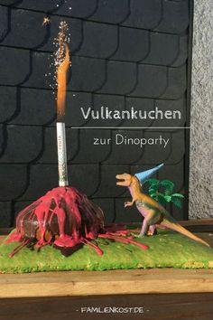 Ihr plant eine Dinosaurierparty zum Kindergeburtstag und sucht noch den passenden Kuchen? Wie wäre es dann mit unserem Dinokuchen, der einen echten feuerspuckenenden Vulkan als Kuchen enthält? Er besteht aus einfachem Rührkuchen und leckerer Schokolade und ist nicht schwer zu backen. Ein toller Geburtstagskuchen nicht nur für kleine Jungs. Zum Rezept: http://www.familienkost.de/rezept_dino_kuchen_mit_vulkan.html
