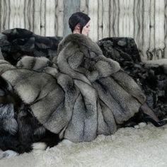 Lady in a big fur coat on a fur-covered sofa Long Fur Coat, Fur Coats, Fabulous Fox, Tie Blankets, Fur Blanket, Fur Fashion, Fashion Models, Warm Coat, Fox Fur