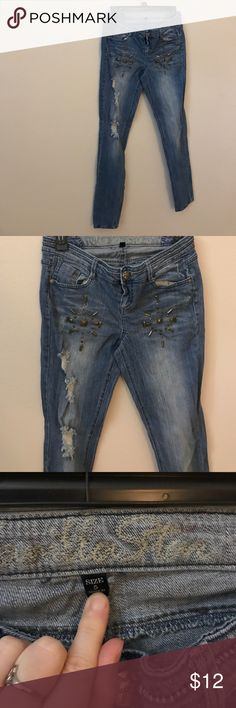 Vanilla sky like new distressed skinny jeans 5r Perfect condition studded Hollister Jeans Skinny