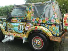 Frida Kahlo would certainly loved this ❀Bucketlist wanna have ❀ Funky Ride ❀ Pakistan truck art Hippie Auto, Hippie Car, Hippie Chick, Happy Hippie, Hippie Life, Boho Life, Dream Cars, Very Funny Pictures, Truck Art