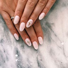 Want to know how to do gel nails at home? Learn the fundamentals with our DIY tutorial that will guide you step by step to professional salon quality nails. Nail Design Stiletto, Nail Design Glitter, Ten Nails, Aycrlic Nails, Oval Nails, Lightning Nails, Gel Nails At Home, Dream Nails, Cute Acrylic Nails