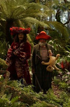 Still of Richard Briers and Jason Isaacs in Peter Pan