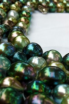 Pearls Jewelry - How to buy and take care of pearls Tahitian Pearls, Cultured Pearls, Sea Pearls, Pearl Love, Pearl Jewelry, Glass Jewelry, Fine Jewelry, Rocks And Minerals, Bunt