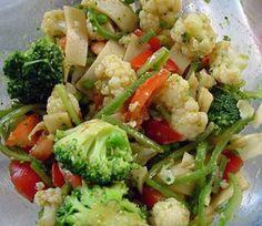 Salada bem temperada faz toda a diferença! Essa receitinha aqui vai vinagrete de curry e molho de soja, olha só! - Aprenda a preparar essa maravilhosa receita de Salada de legumes com vinagrete de curry e molho de soja