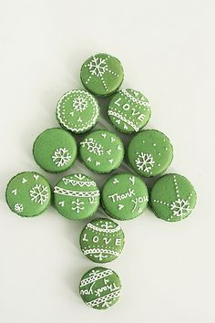matcha macarons -- not crazy about the applique effect, but matcha would be delicious and a nice subtle shade of green Christmas Desserts, Christmas Treats, Christmas Baking, Christmas Cookies, Macarons Christmas, Green Christmas, Christmas Time, Merry Christmas, Holiday