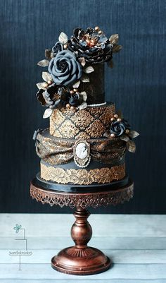 Cake: Sweetlake Cakes; Dramatically Gorgeous Wedding Cakes from Sweetlake Cakes - MODwedding