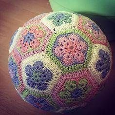 """0 kedvelés, 1 hozzászólás – Lissie's Little World (@lissieslittleworld) Instagram-hozzászólása: """"And it is ready 😍😍😍 #babyball #crochet #crochetersofinstagram #crochetlove #crochetaddict…"""""""