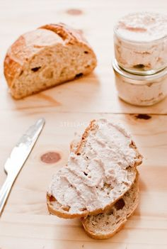 Rillettes de poulet Naan, Eat Me Drink Me, Camembert Cheese, Fromage Cheese, Charcuterie, Finger Foods, Feta, Berries, Dairy