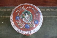 Antike Godendose gedrechselt handgemalt um 1900 | eBay Decorative Plates, Ebay, Leg Work, Turning, Antiquities, Kunst
