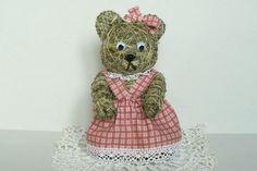 Je vysoká cca 25 cm a oblečená je v… Teddy Bear, Toys, Blog, Animals, Design, Hay, Figurine, Animales, Animaux