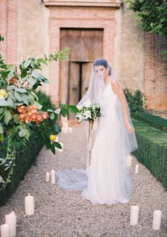 The Vault: Curated & Refined Wedding Inspiration - Style Me Pretty Wedding Veils, Wedding Dresses, Wedding Bouquets, Candle Wedding Centerpieces, Countryside Wedding, Maui Weddings, Bridal Salon, Bridal Looks, Bridal Style