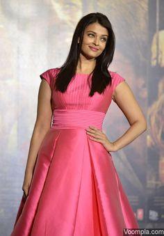 So pretty! Aishwarya Rai looks beautiful in a pink dress by designer Aiisha Ramadan. via Voompla.com