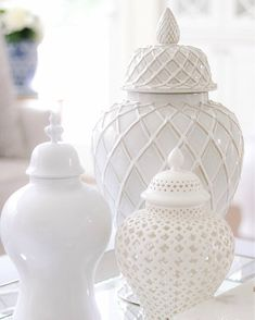I absolutely love these all white ginger jars.Im going to attempt to make my own.watch this space! Home Modern, Chinoiserie Chic, Blue And White China, White Vases, Moroccan Decor, Ginger Jars, Elegant Homes, White Decor, Vases Decor