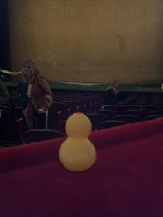 So sieht es aus einer Loge im Burgtheater  aus. Ach ja, es gab eine Sexkomödie. Von Woody Allen. Es ging ziemlich drunter und drüber...