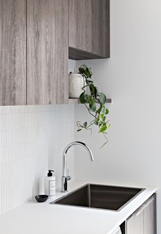 Zephyr and Stone - Melbourne Luxe Laundry Best Picture For Diy Interior Design easy For Your Taste Y Olive Green Kitchen, Diy Interior, Interior Design, Laundry Chute, Laundry Area, Storing Towels, Laundry Room Design, Laundry Rooms, Hanging Rail