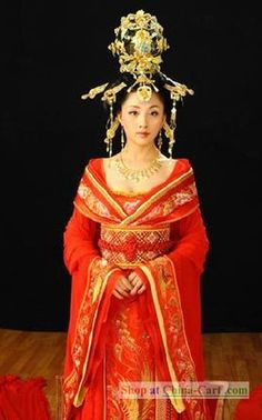 China Tang Dynasty Ancient Palace Phoenix Empress Wedding Costumes Complete Set This is more of a dream wedding dress, like if I am rich.a traditional Hanfu with that beautiful headdress.so beautiful! Chinese Wedding Dress Traditional, Chinese Bride, Traditional Fashion, Chinese Style, Traditional Dresses, Asian Bride, Traditional Chinese, Oriental Fashion, Asian Fashion