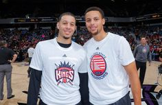 Stephen Curry shows off his moves in 360 degrees -- and gushes about his talented father and brother Seth Curry, Wardell Stephen Curry, Nba Stephen Curry, Trail Blazers, March Madness, Serena Williams, The Incredibles, Sports, Mens Tops