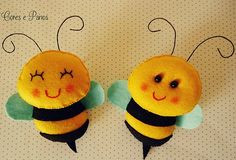 *FELT ART ~ make them have hands holding a sign with persons name on, name tag Bee Crafts, Diy And Crafts, Arts And Crafts, Bee Party, Art Textile, Felt Diy, Animal Crafts, Felt Dolls, Felt Ornaments